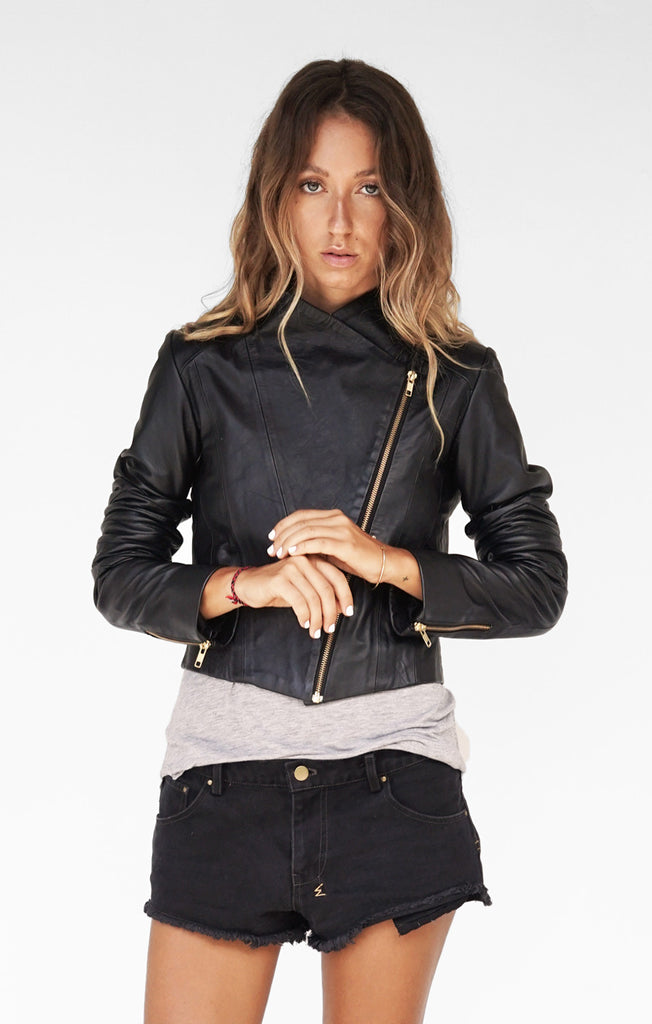 THE VERSATILE LEATHER BIKER