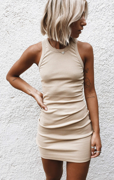 THE RIBBED MUSCLE DRESS - CAMEL