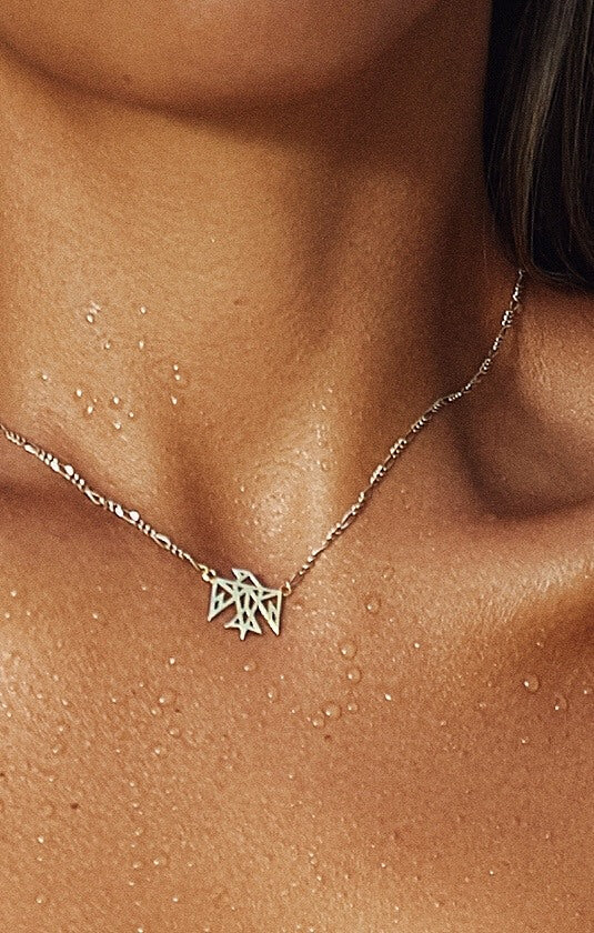 THE SIGNATURE NECKLACE