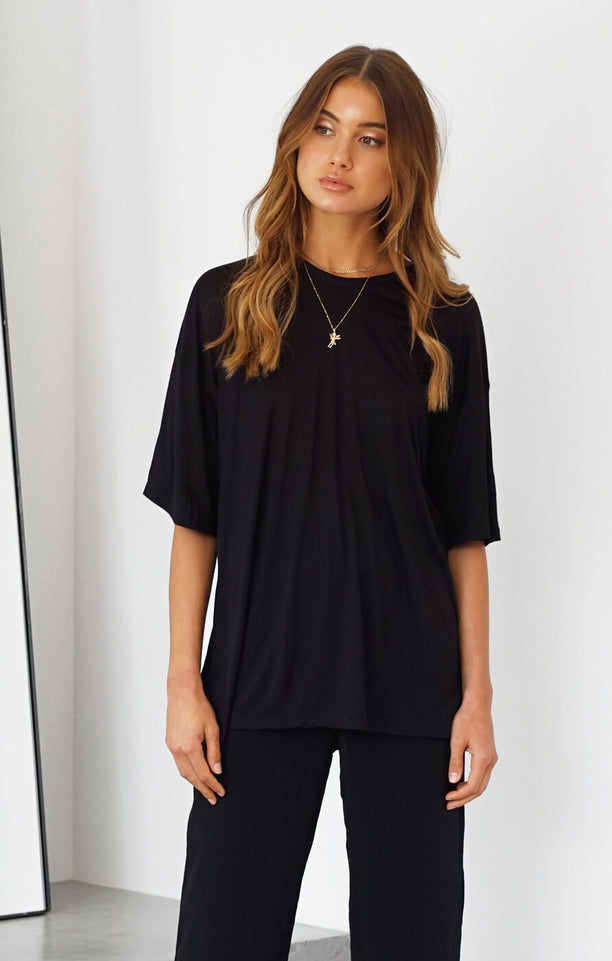 THE ONE SIZE TEE - BLACK