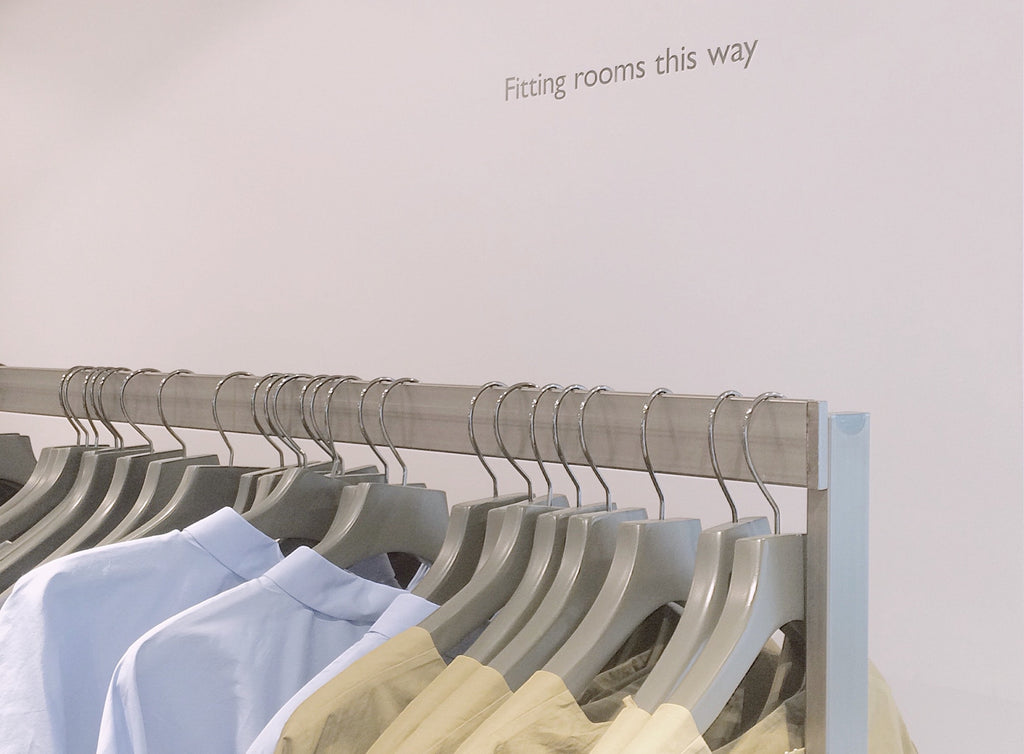 Image of clothing rack to accompany article on sustainable fashion on ZERRIN
