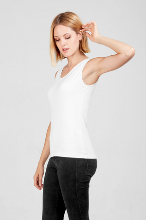 Side view of Dorsu fitted tank in white, available on ZERRIN