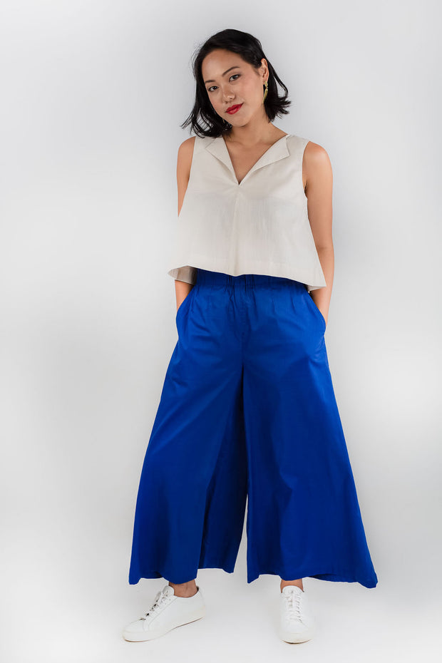 Model wears Esse organic cotton wide leg pants, available from sustainable fashion store ZERRIN