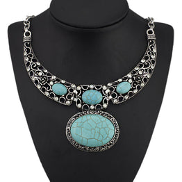 Retro Hollow Out Carved Oval Turquoise Crystal Rhinestone Antique Pendant Necklace