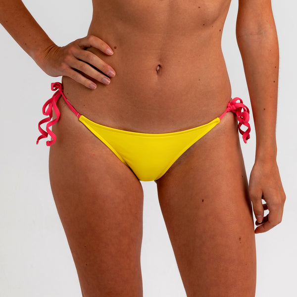 Totally adjustable yellow bikini set with push-up bra and bottom. Pink straps and zipper detail. Really comfortable for pool or beach. This bikini will never upset you, it will alway be one of your favorites. Bikini amarillo. BIkini de lazos.