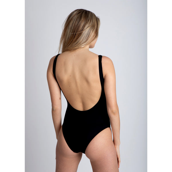 black chocolate, traje de baño negro de espalda abierta, cremallera blanca, white zipper, bañador, swimsuit, bathing suit, traje de baño cremallera, disponible en corte alto y bajo, available in high and low cut, open back one piece.