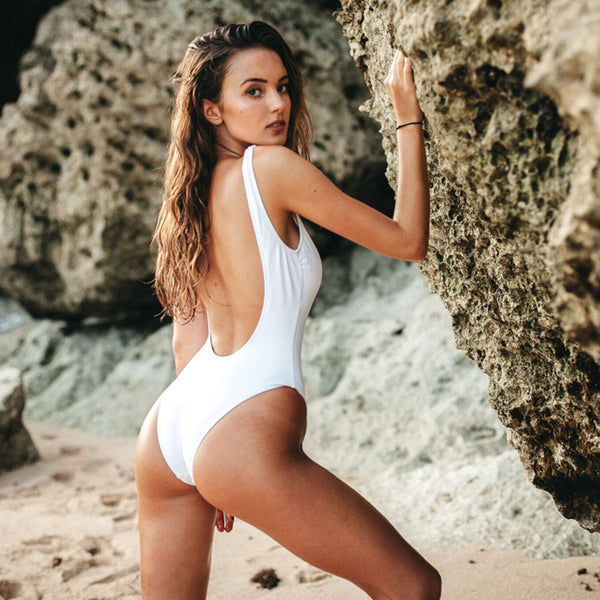 white yogurt 0% traje de baño blanco de espalda abierta, cremallera azul, blue zipper, bañador swimsuit bathing suit traje de baño cremallera, disponible en corte alto y bajo, available in high and low cut, open back one piece.