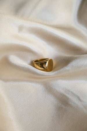 Dainty Signet Ring - Boutique Minimaliste Jewelry