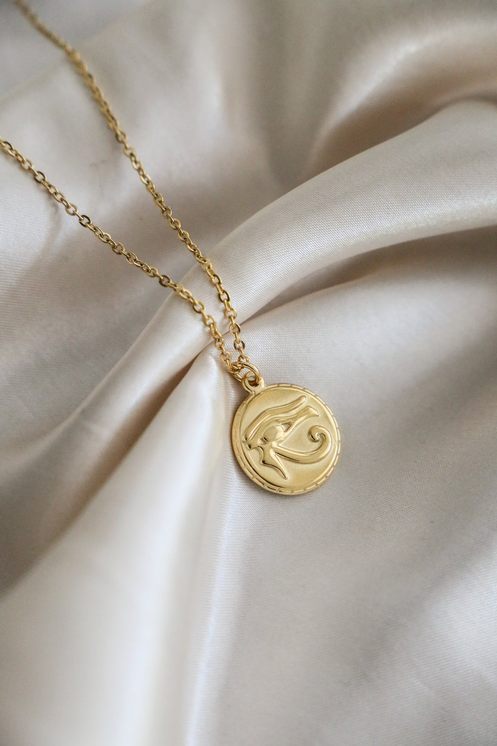 Eye of Horus Necklace - Boutique Minimaliste