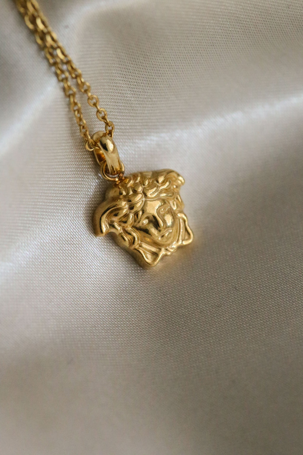 Medusa Necklace - Boutique Minimaliste