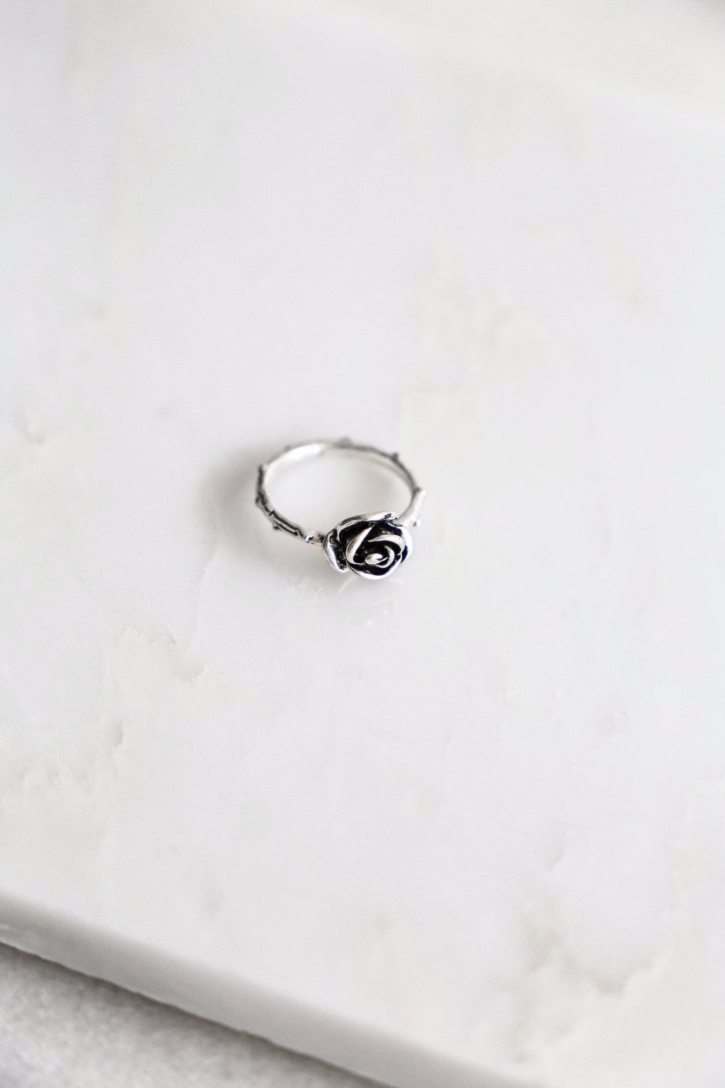 Rose & Spikes Ring - Boutique Minimaliste