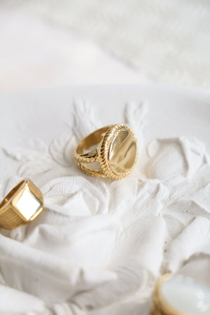 Roxane Signet Ring - Boutique Minimaliste
