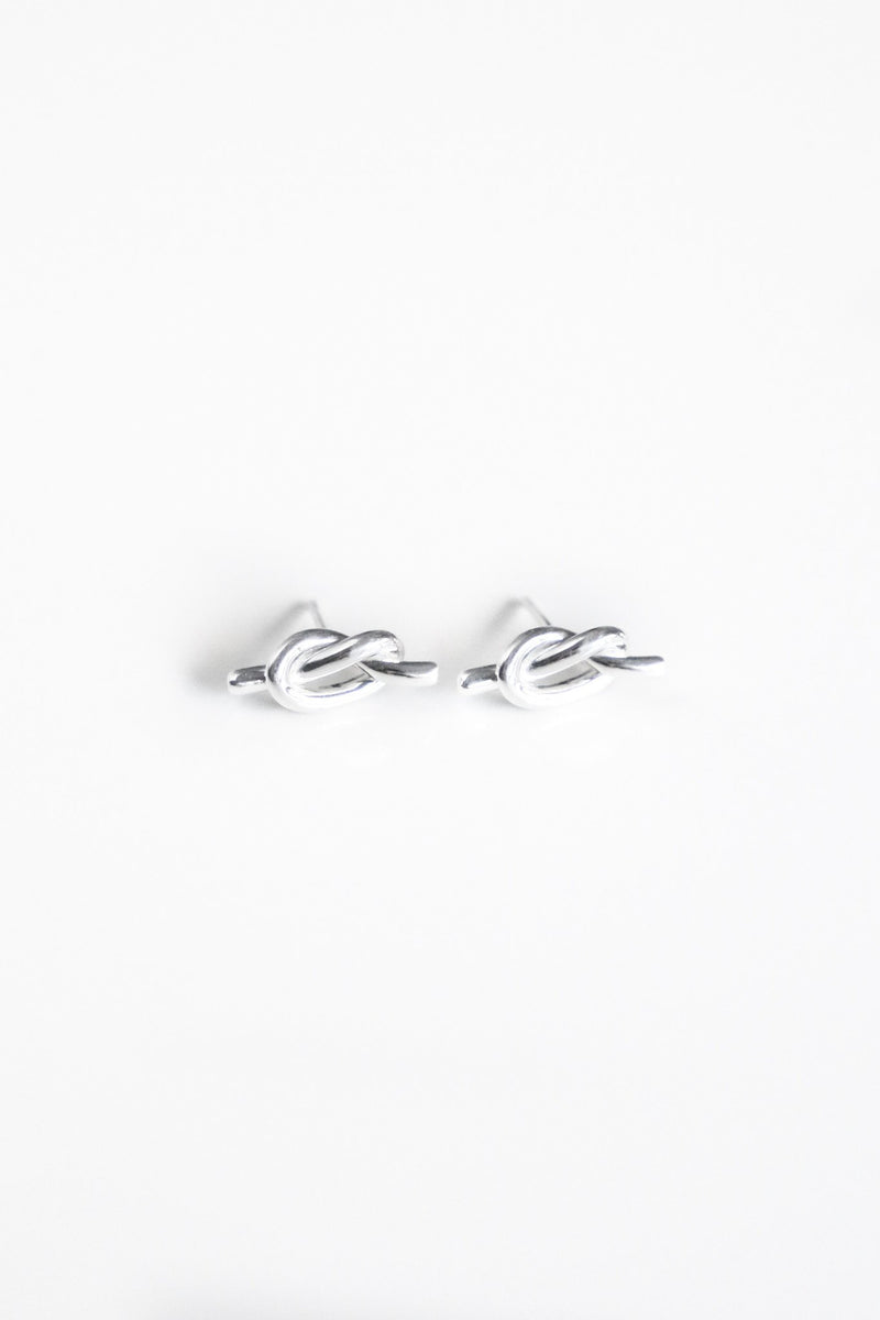 S. Silver Knot Ear Studs - Boutique Minimaliste