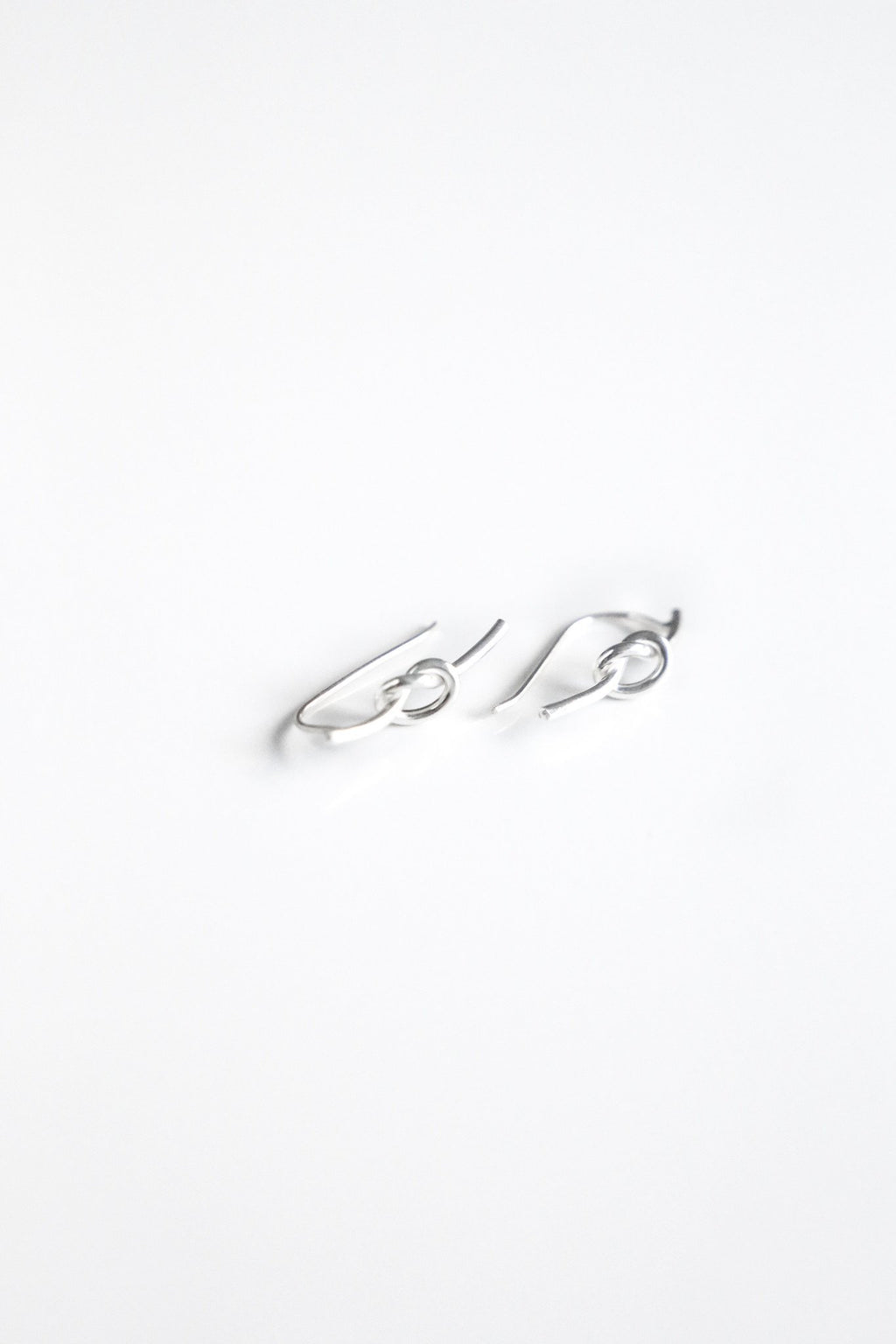 S. Silver Knot Earrings - Boutique Minimaliste