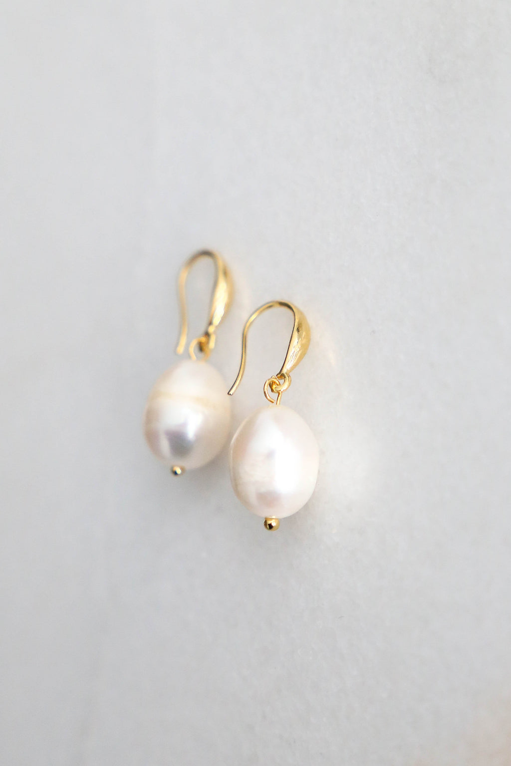 Single Pearl Earrings - Boutique Minimaliste