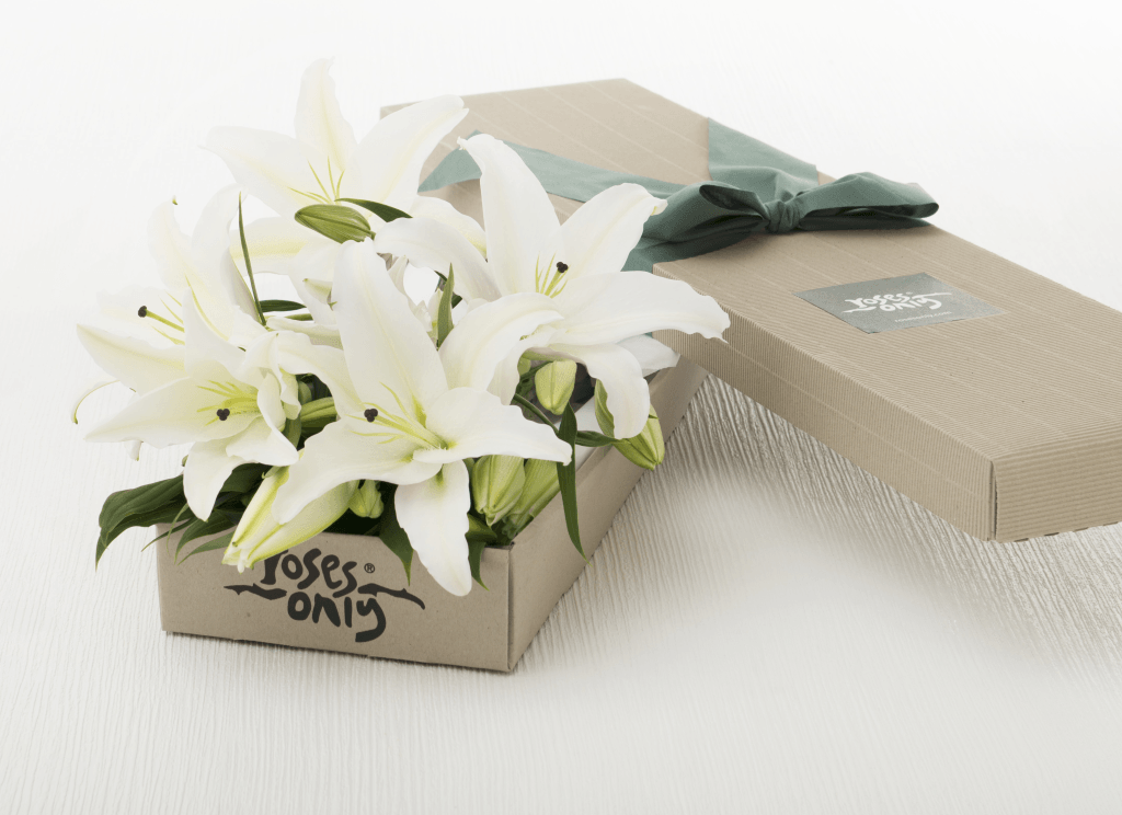 Mother's Day 6 WHITE LILIES GIFT BOX