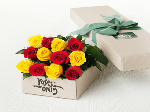 12 MIXED RED & YELLOW ROSES GIFT BOX