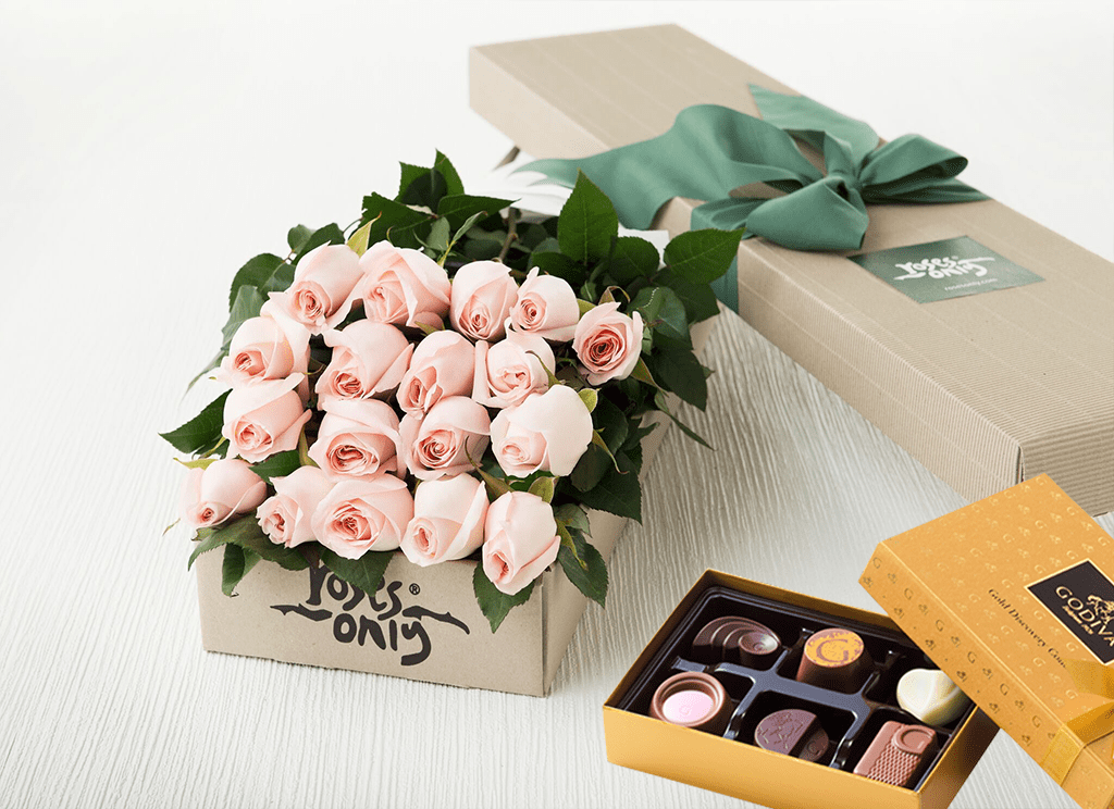 18 Pastel Pink Roses Gift Box &  Chocolates