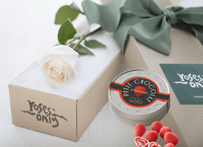 White Cream Rose Gift Box Single & Chocolates