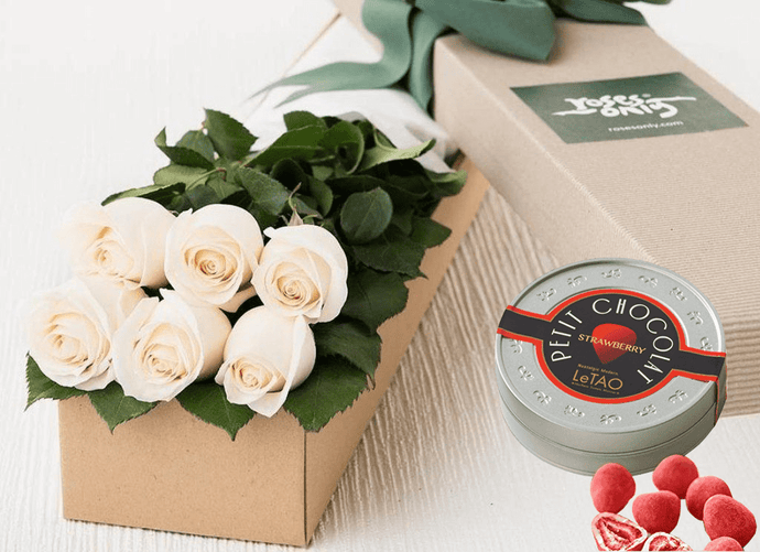 White Cream Roses Gift Box 6 & Chocolates