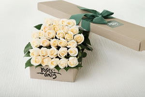 30 White Cream Roses Gift Box