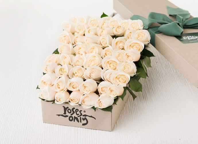 White Cream Roses Gift Box 50