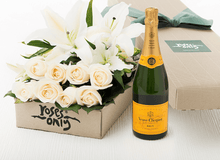 4 LILIES AND 8 WHITE CREAM ROSES & VEUVE CLICQUOT 750ML GIFT BOX