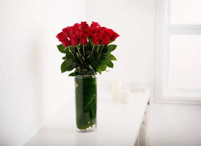 RED ROSES GIFT BOX WITH VASE