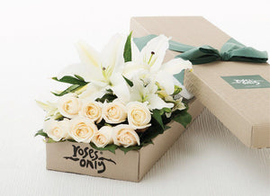 4 LILIES AND 8 WHITE CREAM ROSES GIFT BOX