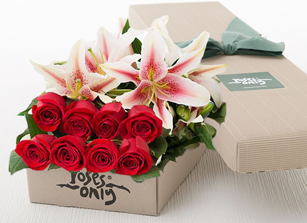 4 PINK LILIES AND 8 RED ROSES GIFT BOX