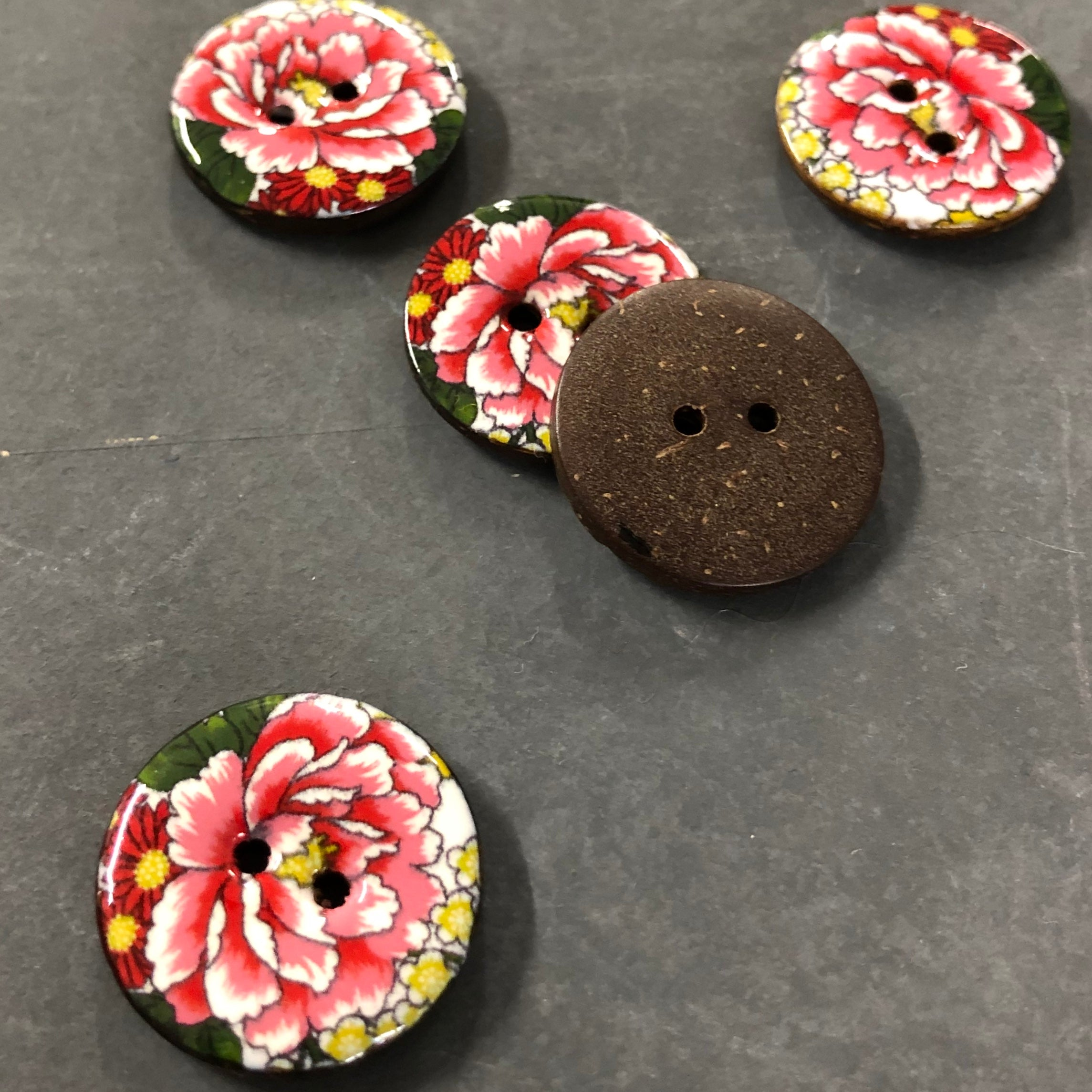 Glazed Coconut Shell Coloured Flower Buttons