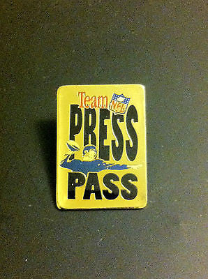 NFL NATIONAL FOOTBALL LEAGUE TEAM NFL PRESS PASS LAPEL PIN, CIRCA 1993 VINTAGE
