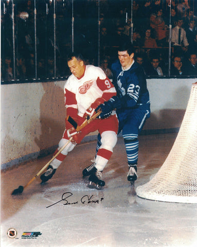 NHL DETROIT RED WINGS GORDIE HOWE AUTOGRAPHED 8X10 PHOTO