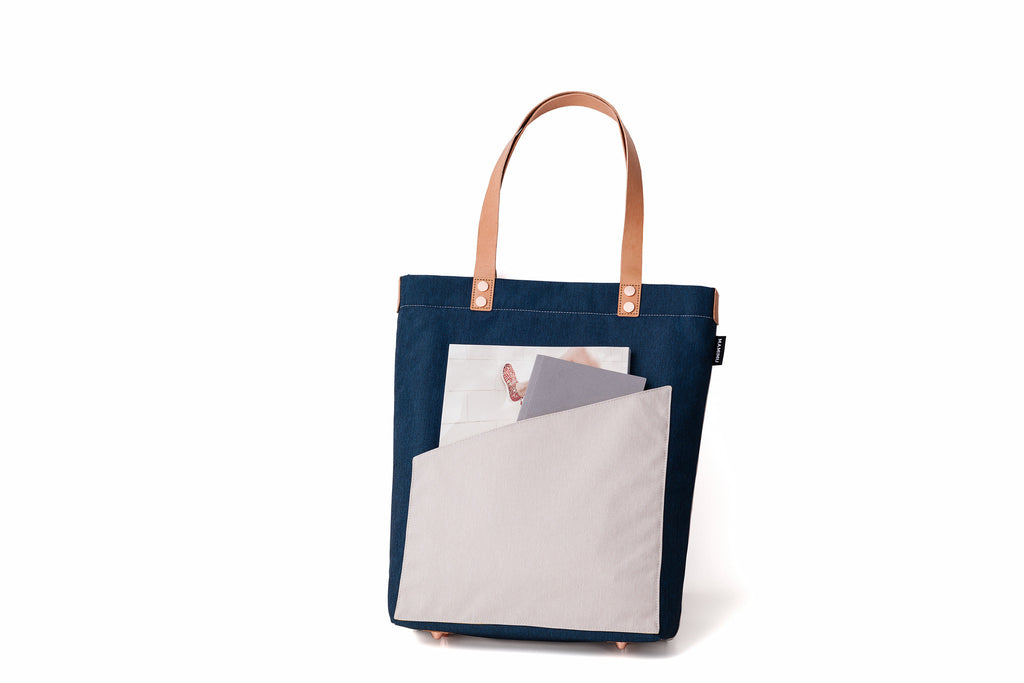 MAMIMU Manhole City Laptop Tote: New York : Back Pocket