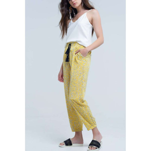 Yellow pants with printed sheets and pockets