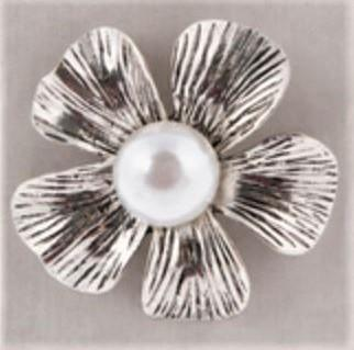 Flower Pearl Magnetic Brooch - QB's Magnetic Jewelry Creations