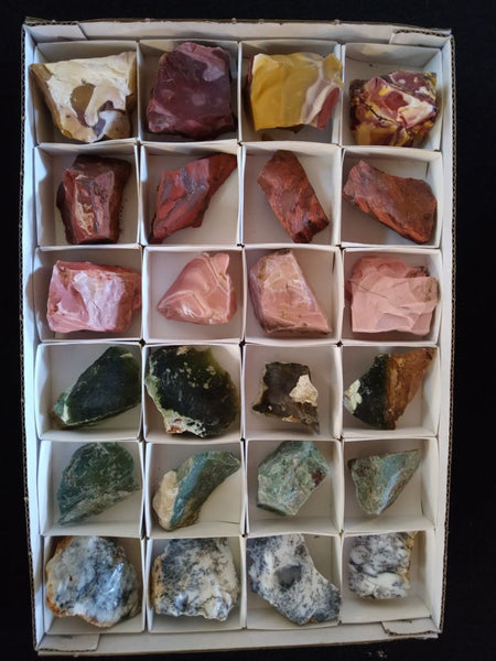 Box of assorted gemstones BOX101
