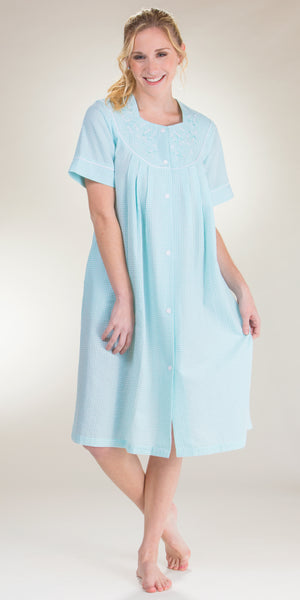 Miss Elaine Zip Front Smocked Short Seersucker Robe in Mint Stripe