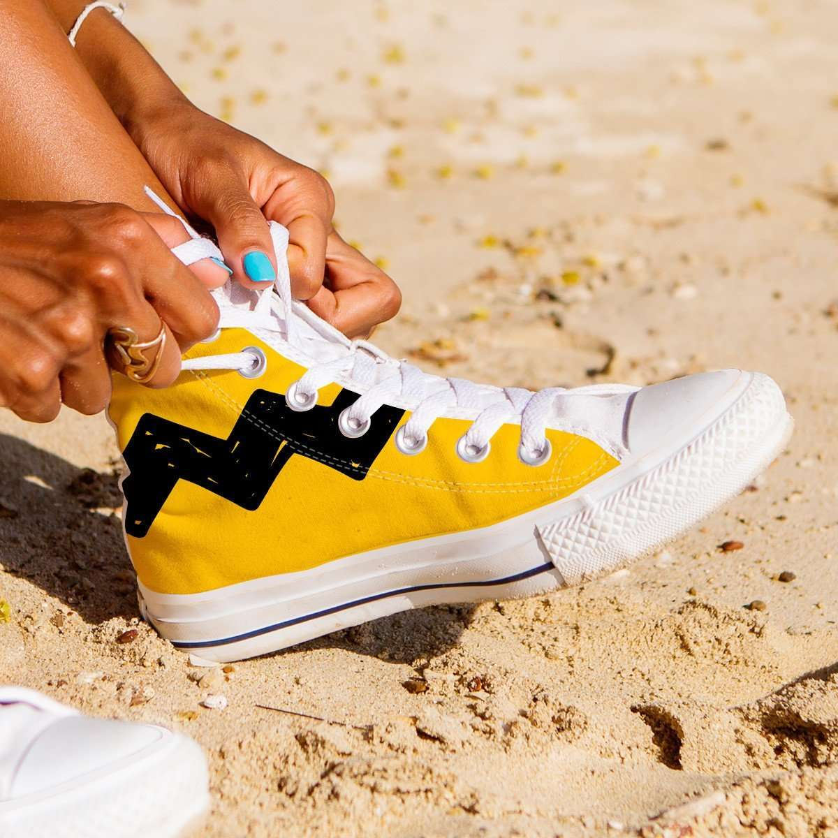 Designs by MyUtopia Shout Out:Charlie Brown Zig Zag Canvas High Top Shoes,Women's / Ladies 6 (EU36) / White/Yellow/Black,High Top Sneakers