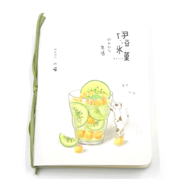Carnet de poche animal chet en train de siroter une limonade