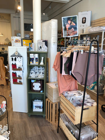 Bao Bei Maternity pop-up clothing rack