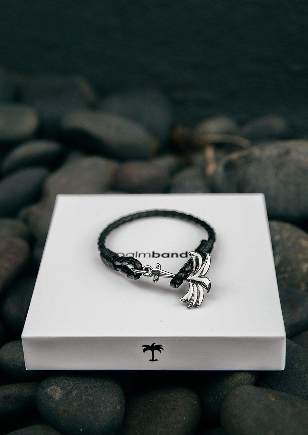 Starlight - Season two Palm anchor bracelet with black leather. Bracelet on box.