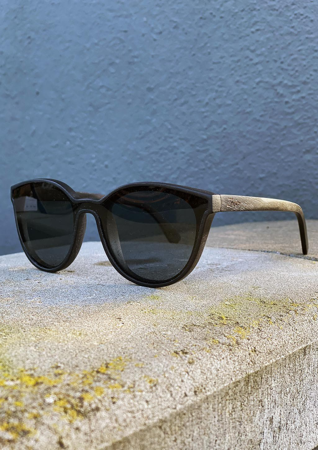 Eyewood - Madison - All wooden sunglasses with style. Outside in the sun.