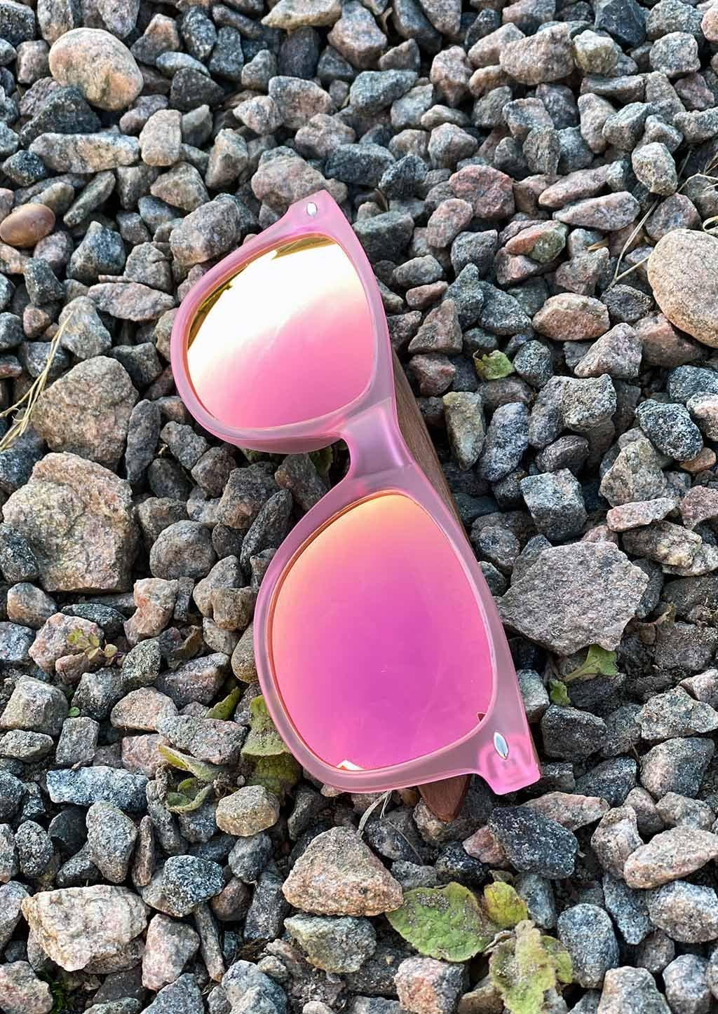 Eyewood Wayfarer - Coral - Nice wayfarers with pink frame and pink lenses. Outside colors.