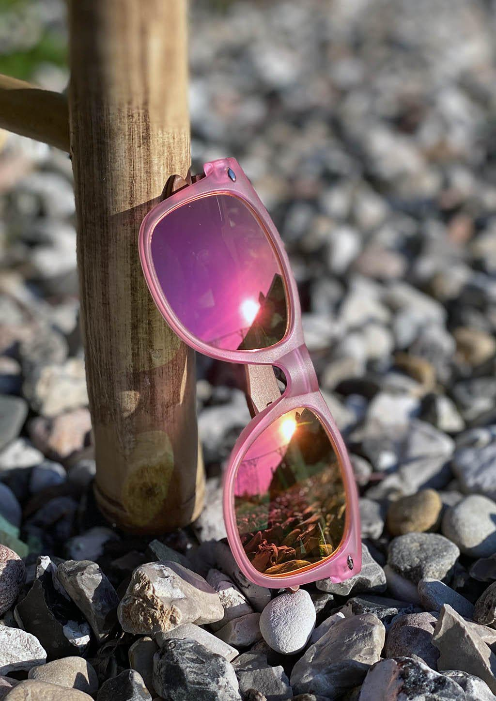Eyewood Wayfarer - Coral - Nice wayfarers with pink frame and pink lenses. Cool colors outside.