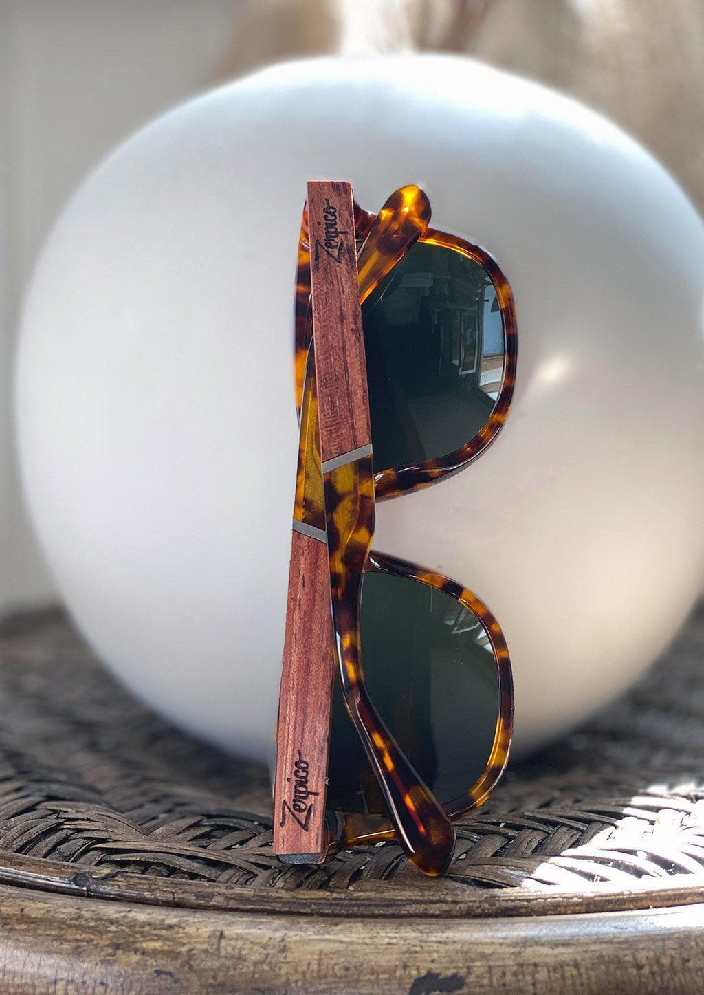 Eyewood Wayfarers - Fusion - Lynx - A mix of acetate and wood makes theses sunglasses unique. Showing of some wooden details.