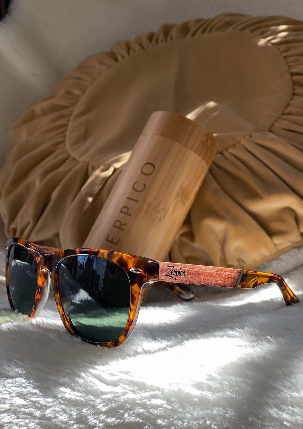 Eyewood Wayfarers - Fusion - Lynx - A mix of acetate and wood makes theses sunglasses unique. From the front in sun.