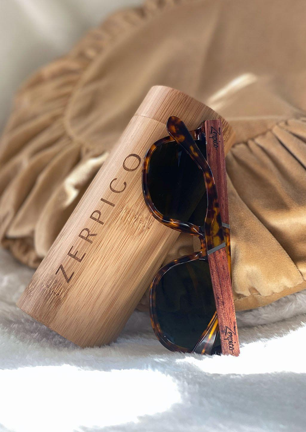Eyewood Wayfarers - Fusion - Lynx - A mix of acetate and wood makes theses sunglasses unique. Details with the special wooden case.