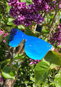 Eyewood tomorrow is our modern cool take on classic models. This is Gemeni with blue mirror lenses. Nice wooden sunglasses. Details in a tree.