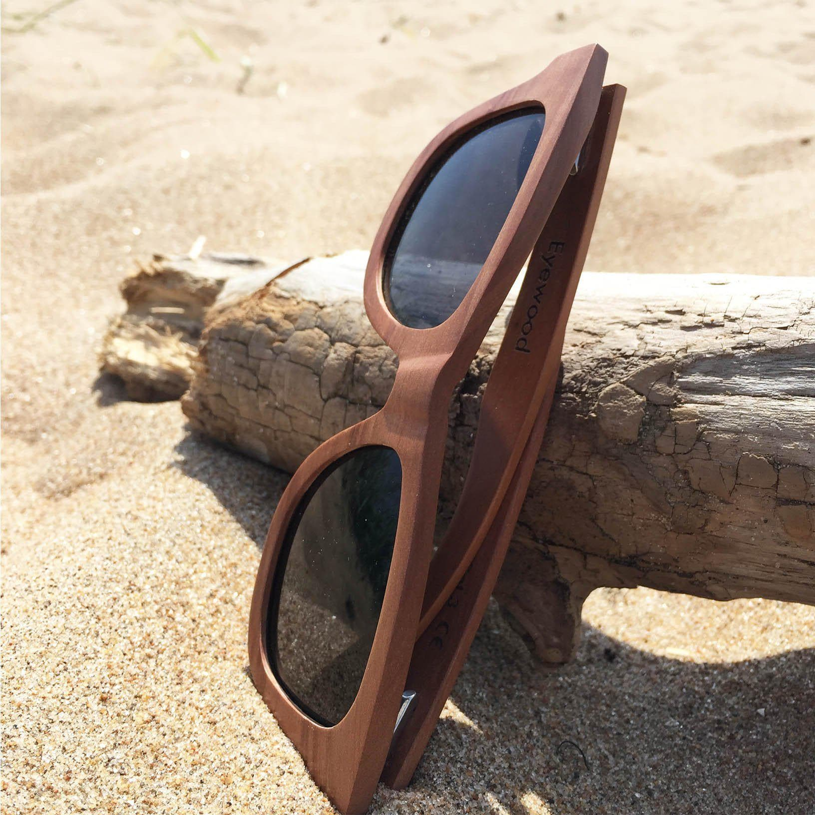Eyewood Wayfarer - Wade - All wooden sunglasses on the beach